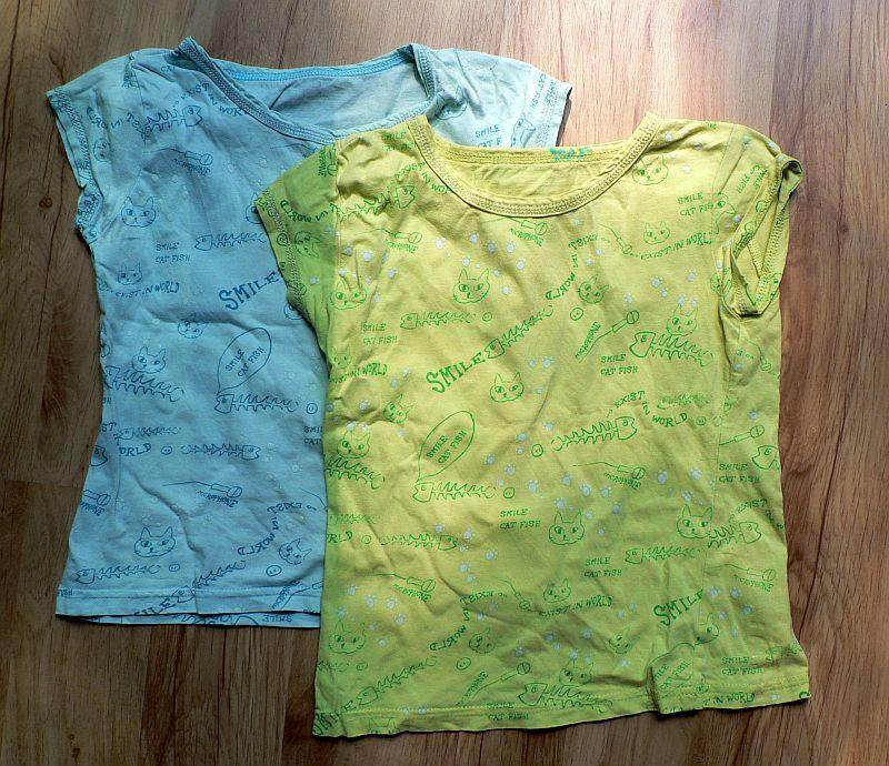 Zelené a modré triko s krátkým rukávem. Potisk kočičích hlav a rybích koster :) Bavlna, vel. 104 (IMHO). Na obou pididírka, proto zdarma.