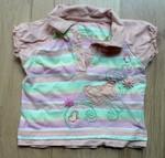 Pruhované tričko v pastelových barvách. Límeček, knoflíčky u krku, výšivky květin, aplikace motýla. Bavlna, udávaná velikost 12 měs. 49 Kč.